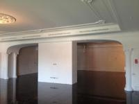 Покраска потолка и гипсовой лепки