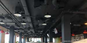 Черный потолок в стиле лофт