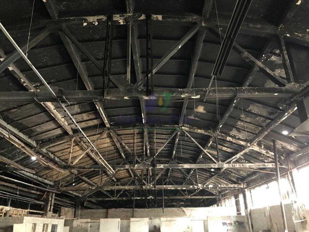 Очистка потолка от побелки и сажи